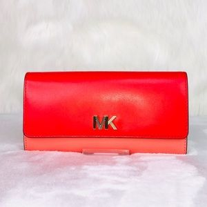 Michael Kors Montgomery Carryall Wallet
